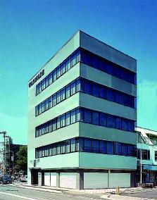 渡辺青写真本社ビル